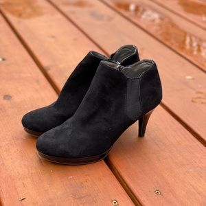 Like New! Bandolino booties 7.5 | Black Suede